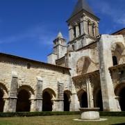 Cette année, C2K-Pressing a assuré le nettoyage des costumes de moines de l'abbaye de Nieul sur l'Autize soit près de 350 pièces